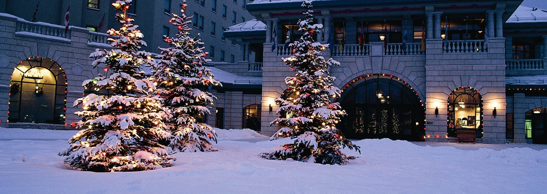 Fairmont chateau lake louise christmas canada for Where to go for a white christmas in usa