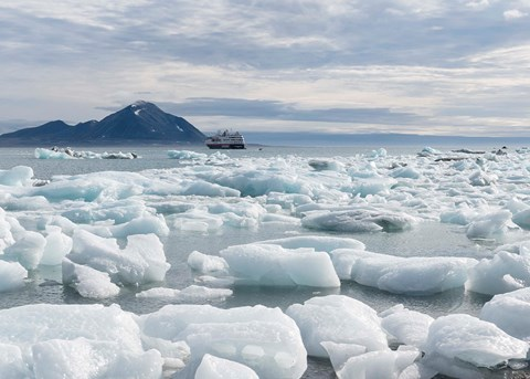 Circumnavigating Svalbard - The Ultimate Expedition